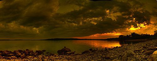 02-lake-sunset-panorama-por-David-DeHetre